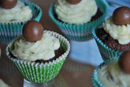 Feestelijke chocolade cupcakes