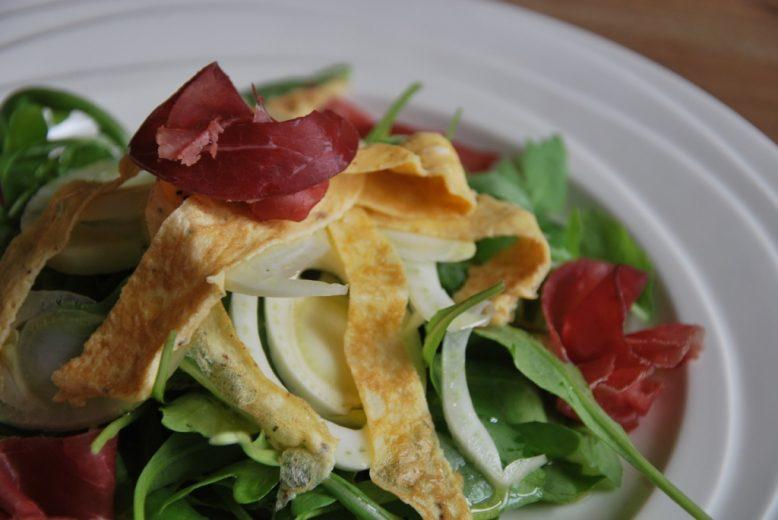 Jamies bresaola-omelet salade