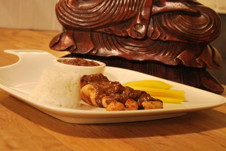 Asian cuisine: kipsaté