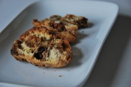 Biscotti met goji-bessen, amandelen en chocolade