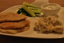 Griekse kip souvlaki met pitabrood
