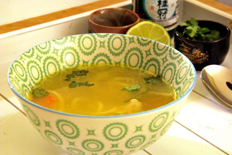 Asian cuisine: Thaise kippensoep