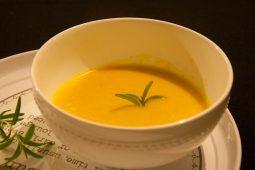 Quick & easy: gele paprikasoep