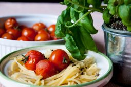 Pasta olio e aglio met gepofte tomaatjes