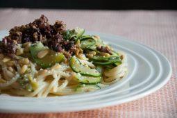 Pasta met courgette en olijven (Andy's pasta)