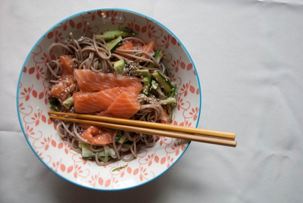 Pittige Aziatische salade met soba noodles