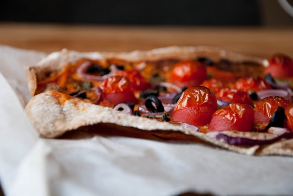 Italian cuisine: Pizza met een superdunne bodem