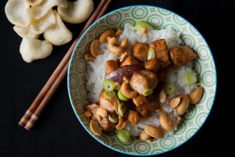 Kip siam (Thaise kip met cashewnoten)