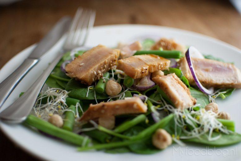 Salade met verse gegrilde tonijn