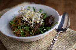 Linzensalade met stoofvlees