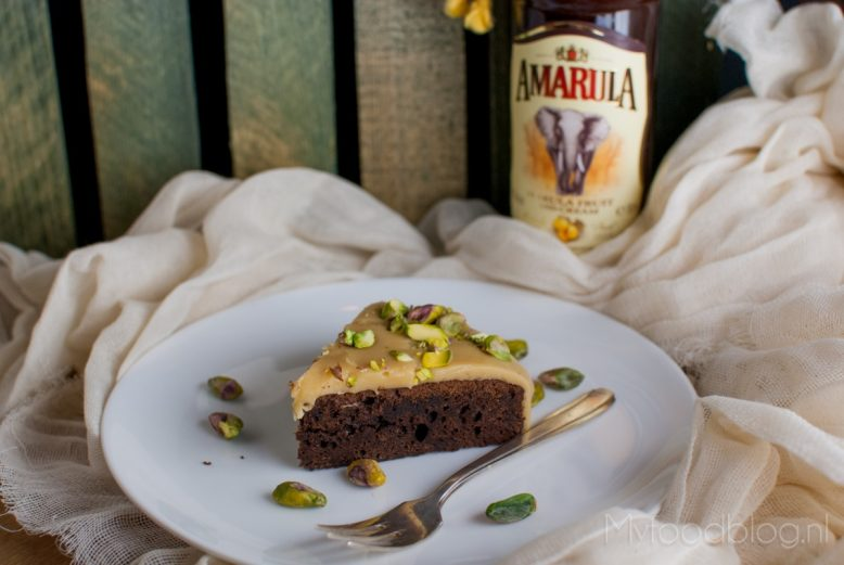 Chocoladecake met Amarula en witte chocolade glazuur