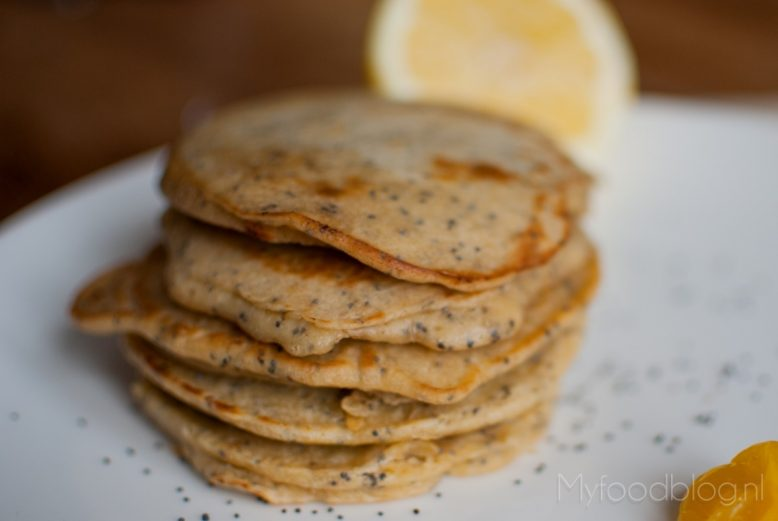 American pancakes met citroen en maanzaad