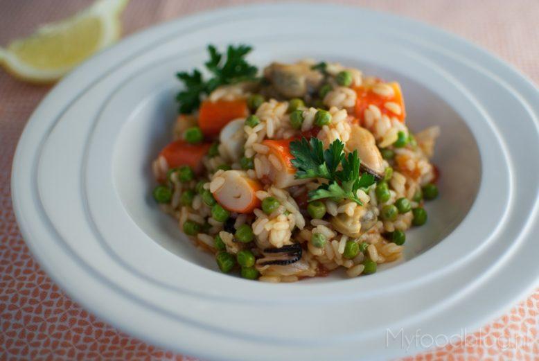 Spaanse paella met zeevruchten