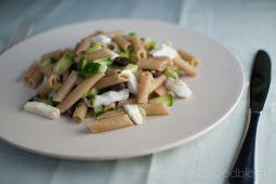 Vegetarische pastasalade met mozzarella