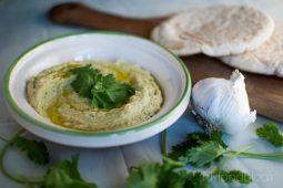 Hummus met koriander en limoen
