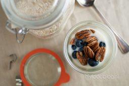 Overnight oats met blauwe bessen en pecannoten