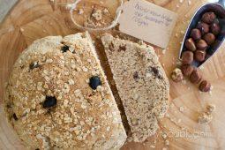 Havermoutbrood met hazelnoten en rozijnen