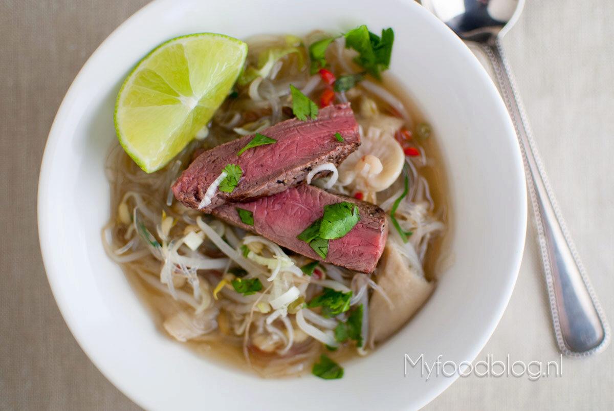 Vietnamese soep met rundvlees
