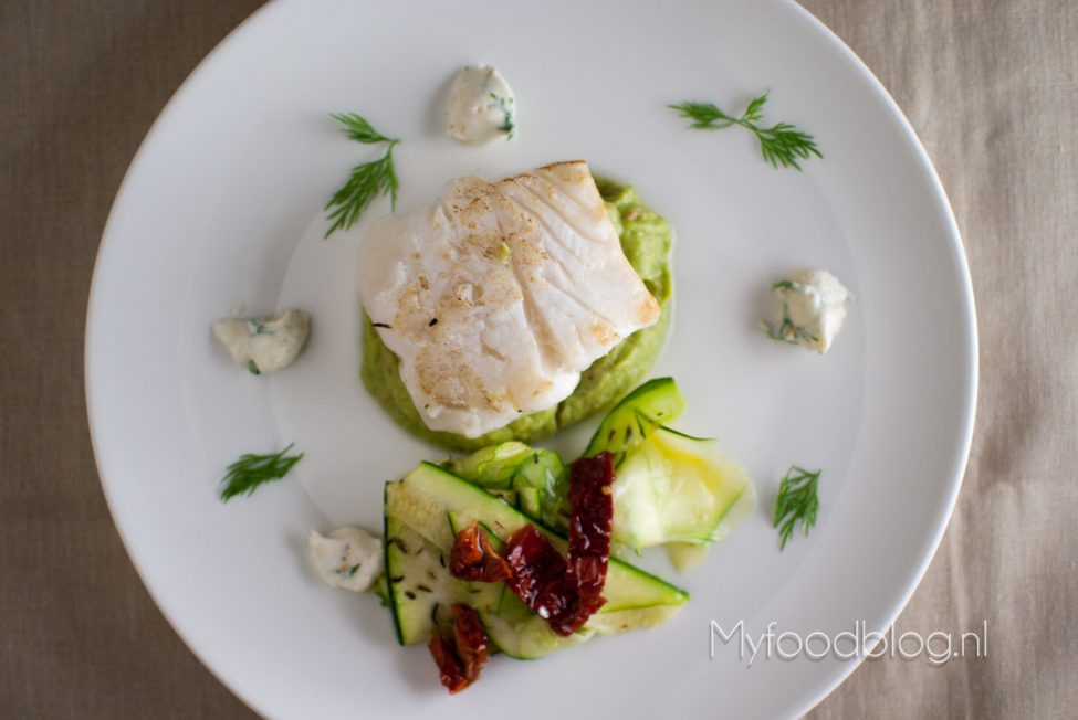Kabeljauw met courgette salade en avocado dip