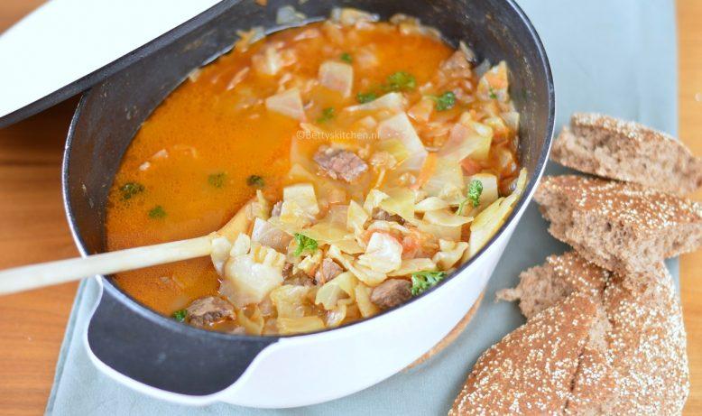 Oma's recepten: Kupus Kalja (gestoofd rundvlees met witte kool)