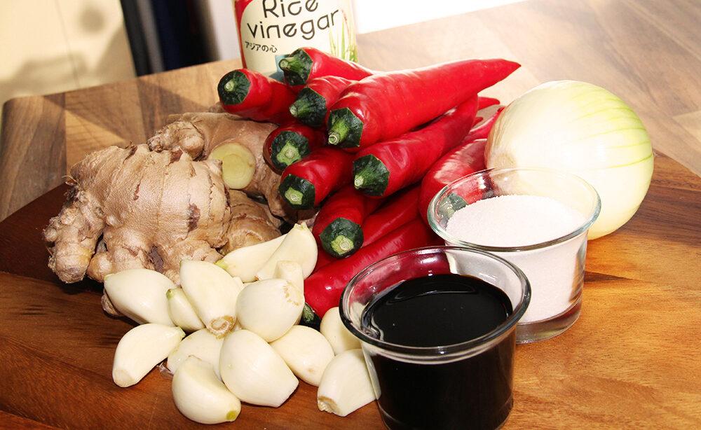 Zelfgemaakte pittige sambal (sambal badjak)