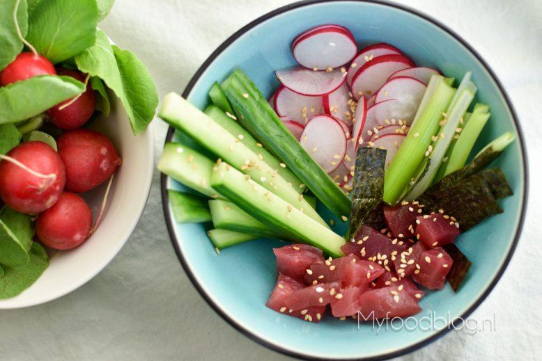Sushi bowl met tonijn en radijs