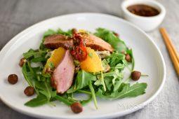 Fusion style salade met eend