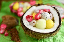 Tropische fruitsalade (in een kokosnoot)