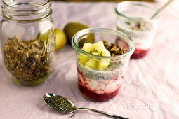 Chia pudding met fruit en granola