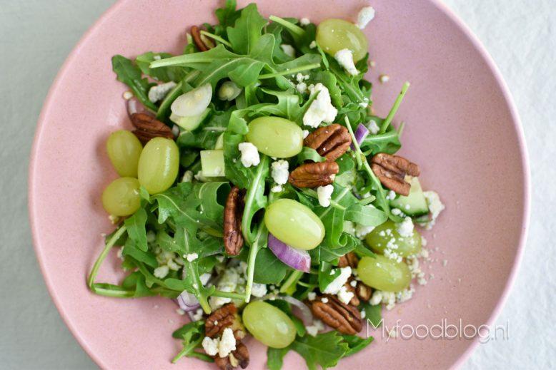 Salade met druiven en blauwe kaas