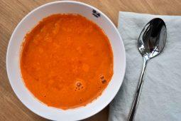 Geroosterde puntpaprika soep