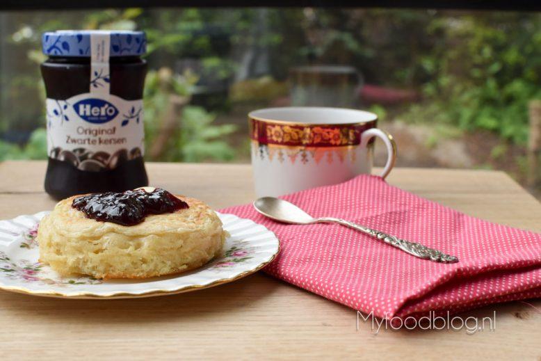 Engelse crumpets met jam en boter