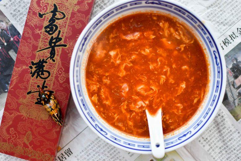 Vegetarische Chinese tomatensoep met ei