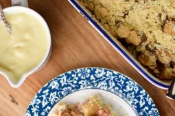 Appel crumble met warme custard