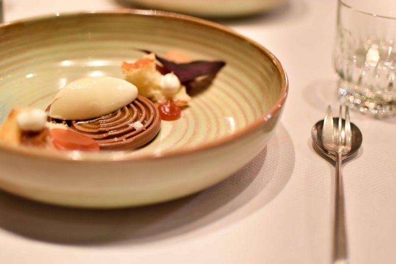 dessert met chocolade en vijgen
