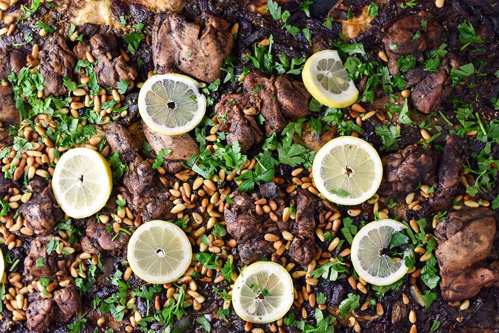 Msakhan: gegrilde kippendijen met za'atar en sumac
