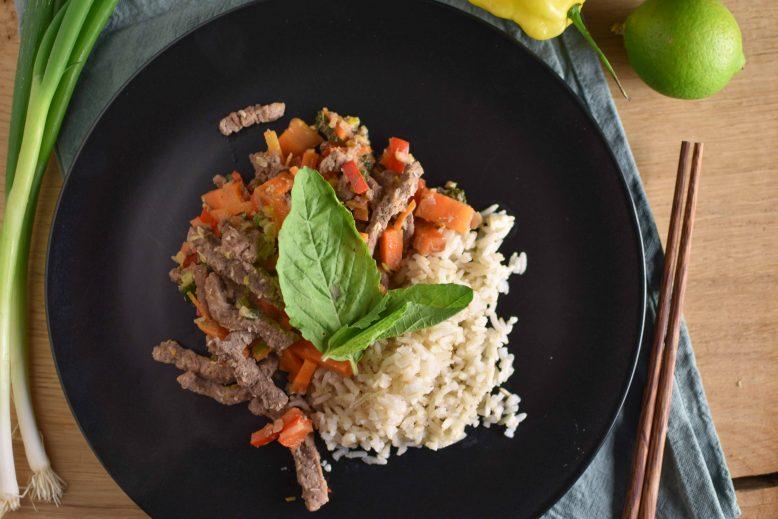 Thaise basilicum biefstukreepjes met rijst