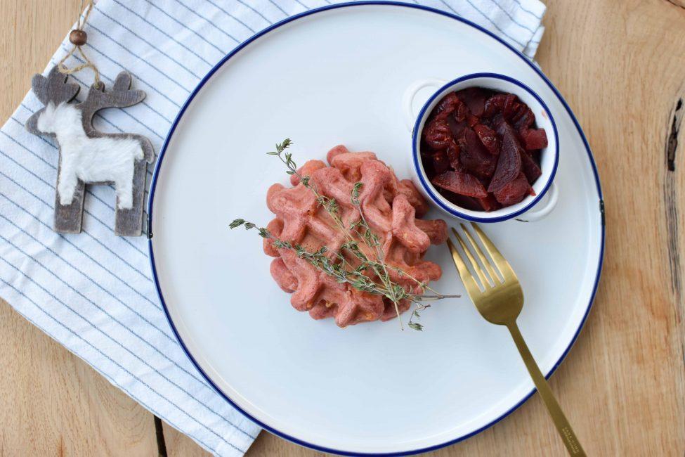 Bietenwafels met een vleugje kaas & bieten-cranberry compote