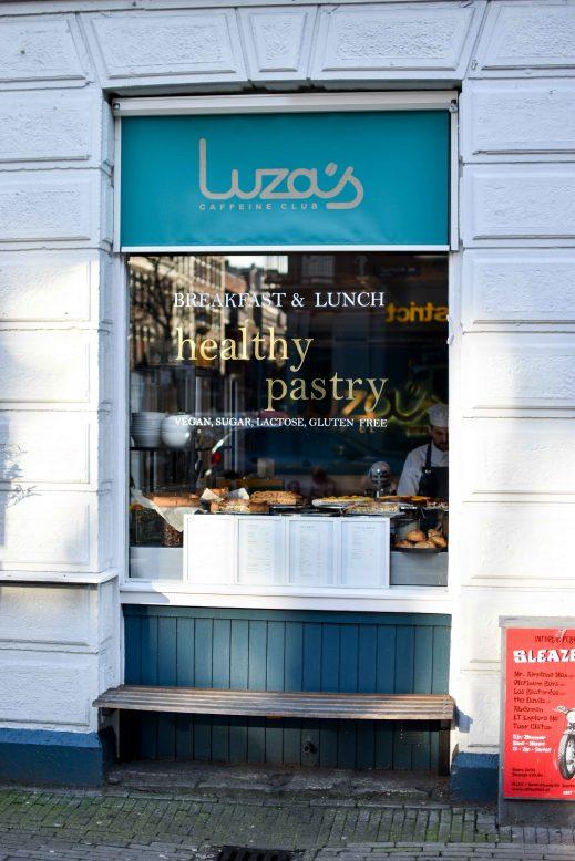 exterieur Luza's Caffeine Club