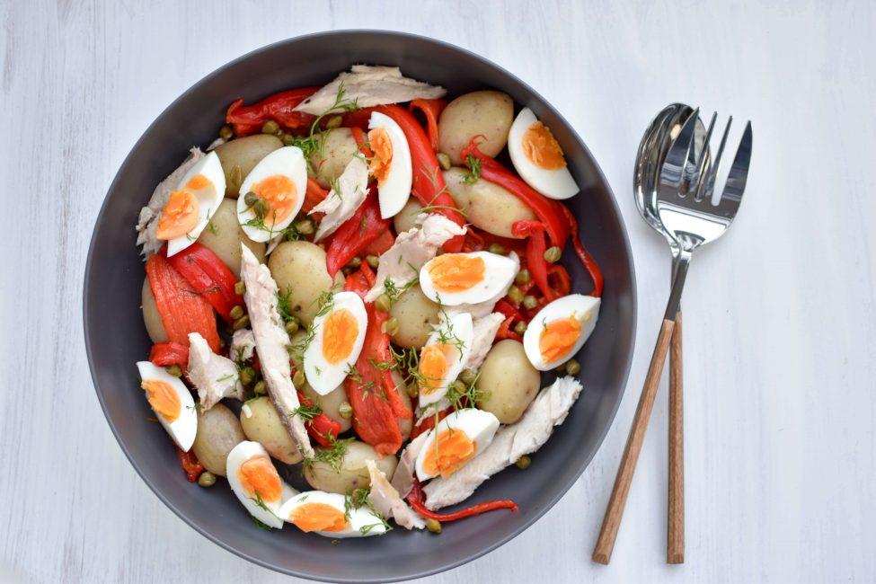 Salade met makreel, krieltjes en gegrilde paprika