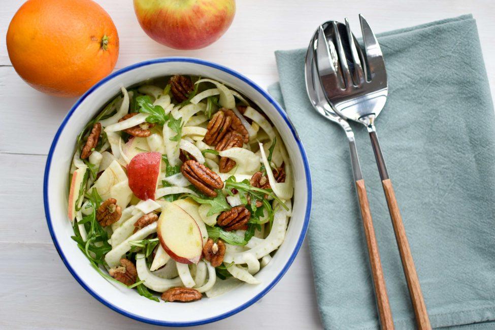 Venkelsalade met appel, pecannoten en sinaasappel