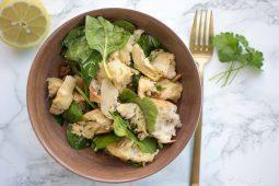 Italiaanse salade (Panzanella) met artisjok