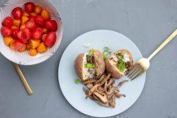 Paddenstoelen shoarma met gepofte Midden-Oosterse aardappel