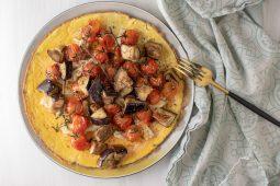 Omelet met halloumi en aubergine