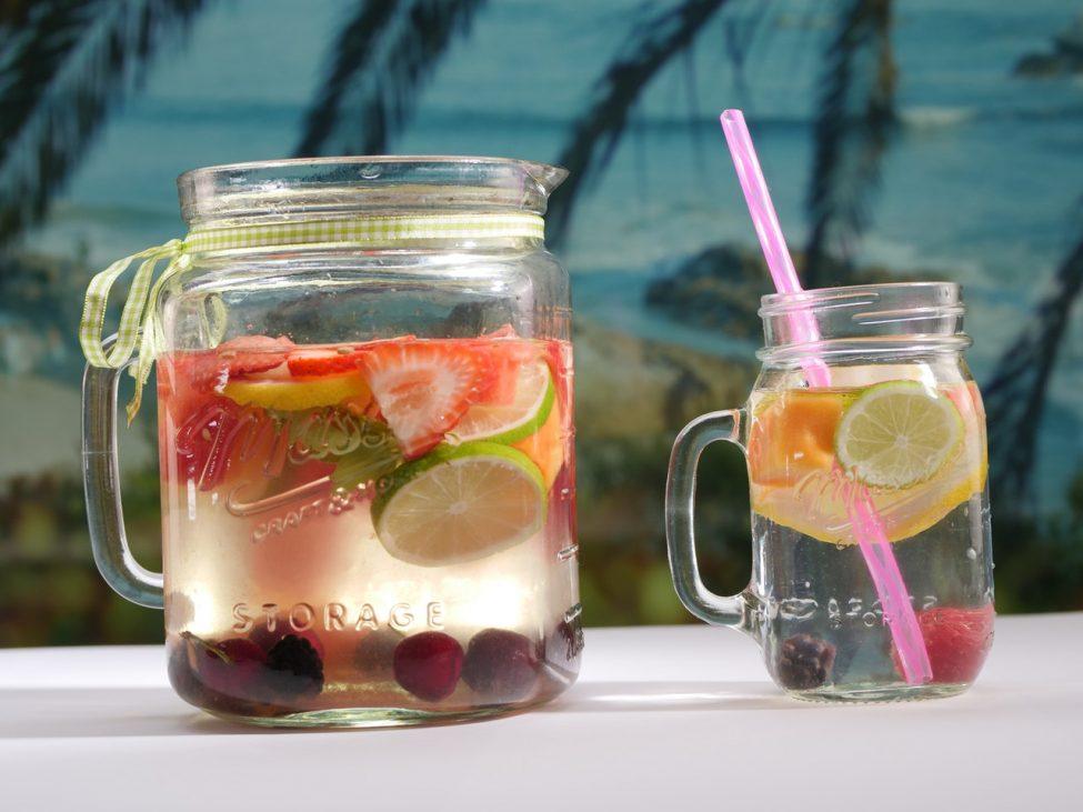 De 12 lekkerste koude zomerdrankjes (zonder alcohol)